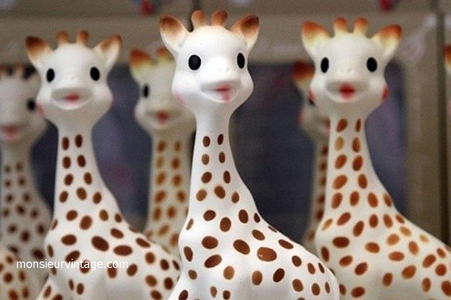 sophie la girafe invite les familles bordeaux le 13 mai. Black Bedroom Furniture Sets. Home Design Ideas