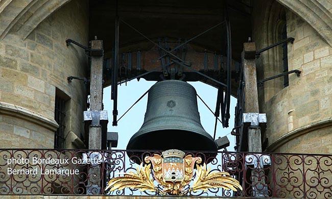 La porte saint eloi grosse cloche embl me de la ville for Appartement bordeaux grosse cloche